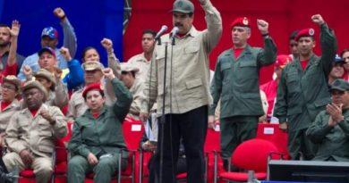 Nicolás-Maduro-y-militares-707x450