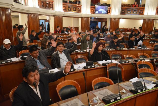 diputados aprueban ley de iglesias