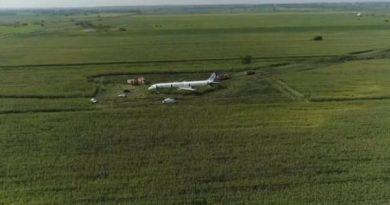 airbus rusia aterriza emergencia campo de maiz