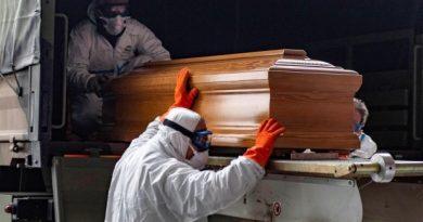 España alcanza una nueva marca en muertes diarias pero estabiliza nuevos casos