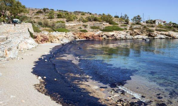 Playa-contaminada-con-petróleo-estado-Bahía-Brasil