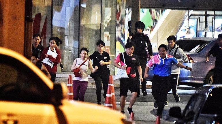 soldado ejecuta civiles en tailandia